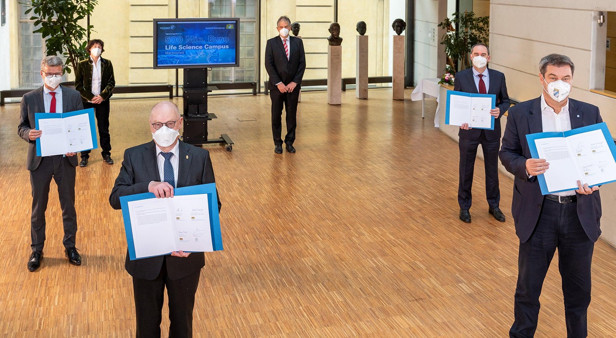 Unterzeichnung der Absichtserklärung im Max-Planck-Haus