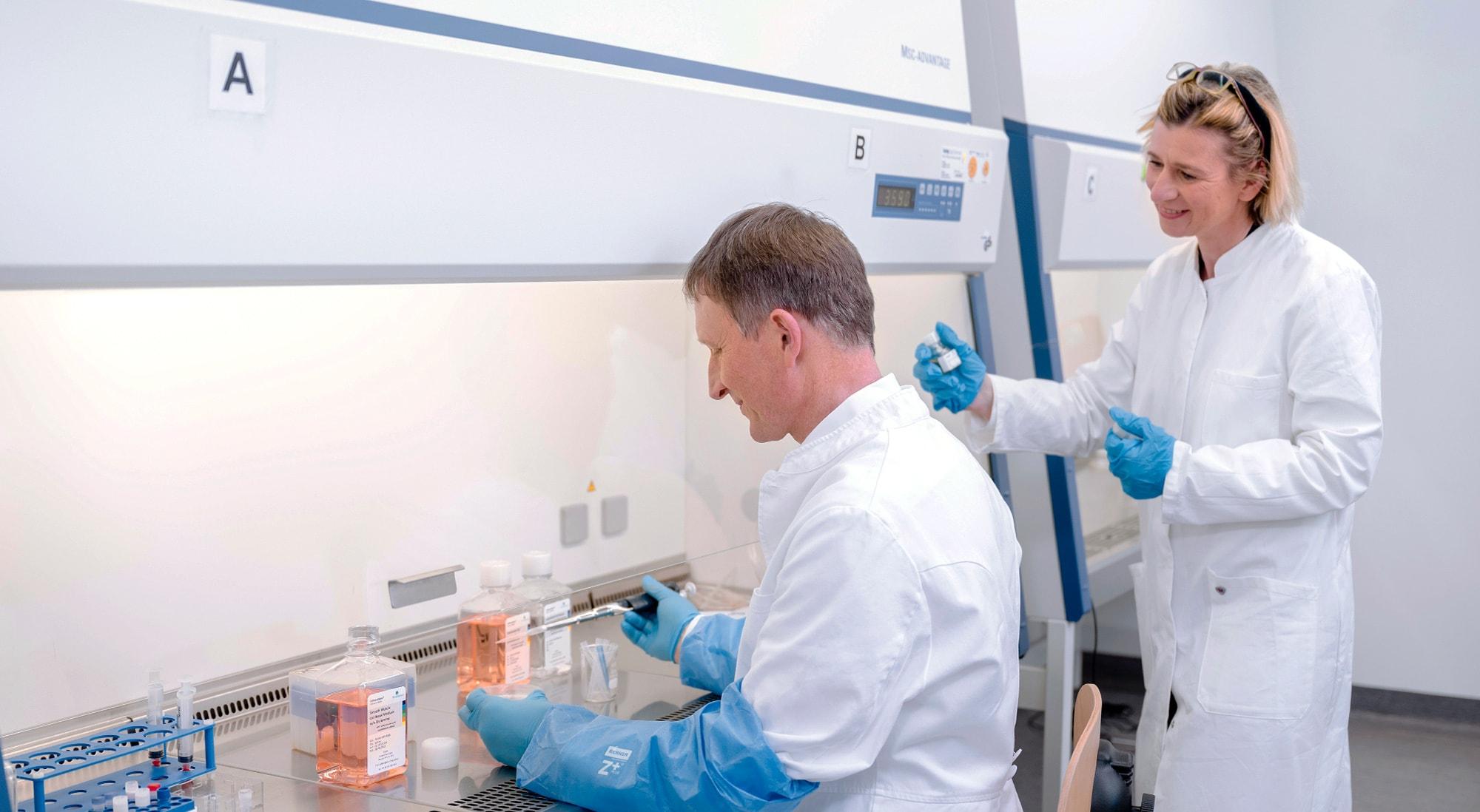 PELOBiotech. Dr.  Lothar Steeb (links), Christiane Büchsel (rechts)